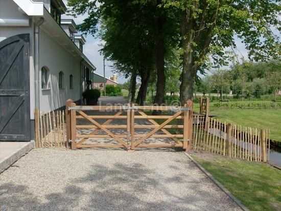 Een prachtig Engels hekwerk met een Engelse poort